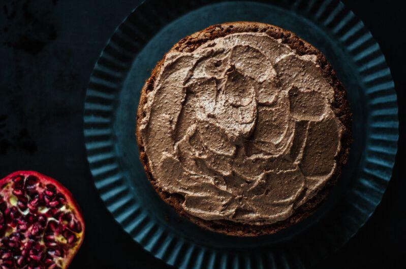 brownie torte schokomousse granatapfel