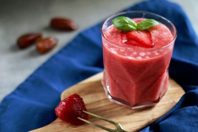 erdbeer kombucha smoothie mandelmilch cashewmus lifewillbesweet