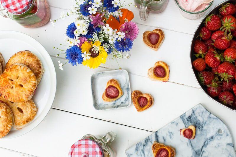 erdbeer picknick trickytine erdbeersirup erdbeeren mini pies cheesecake im glas