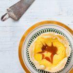 mini blätterteig käsekuchen mit aprikosenmarmelade