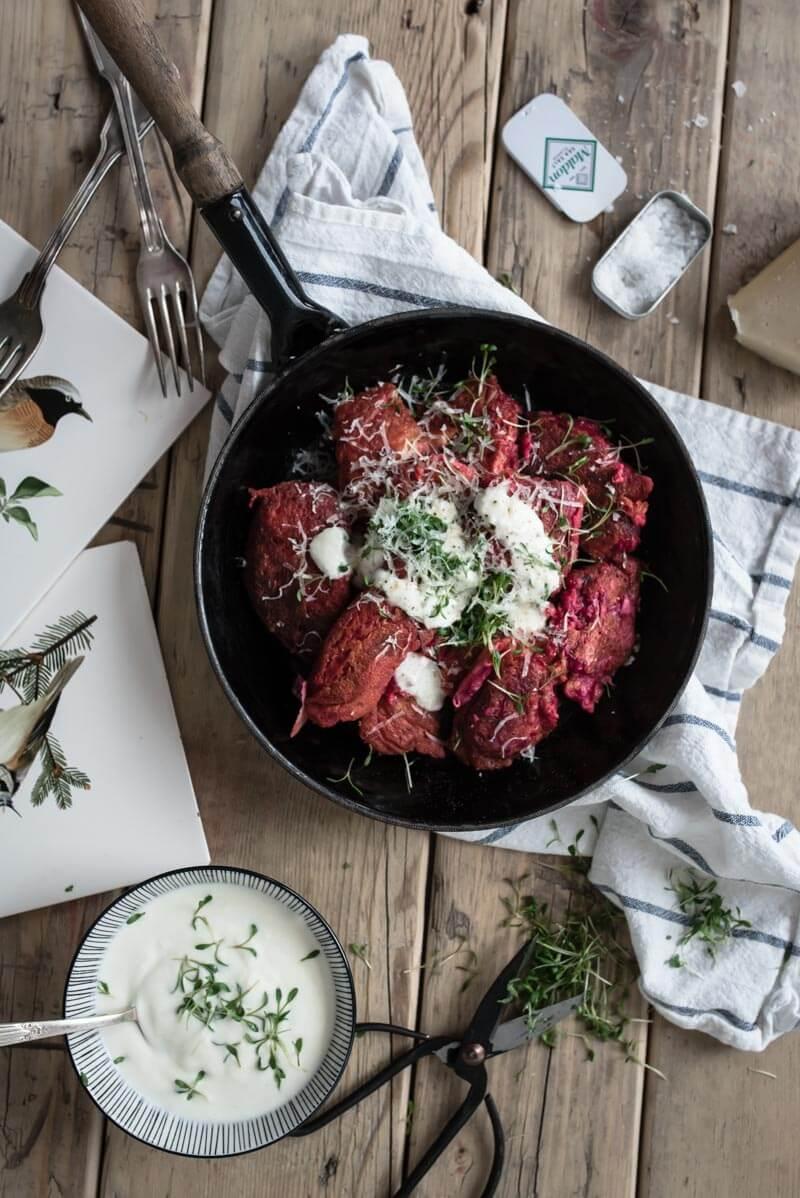 Rote Beete Schmarn mit Meerrettich Kresse Dip trickytine