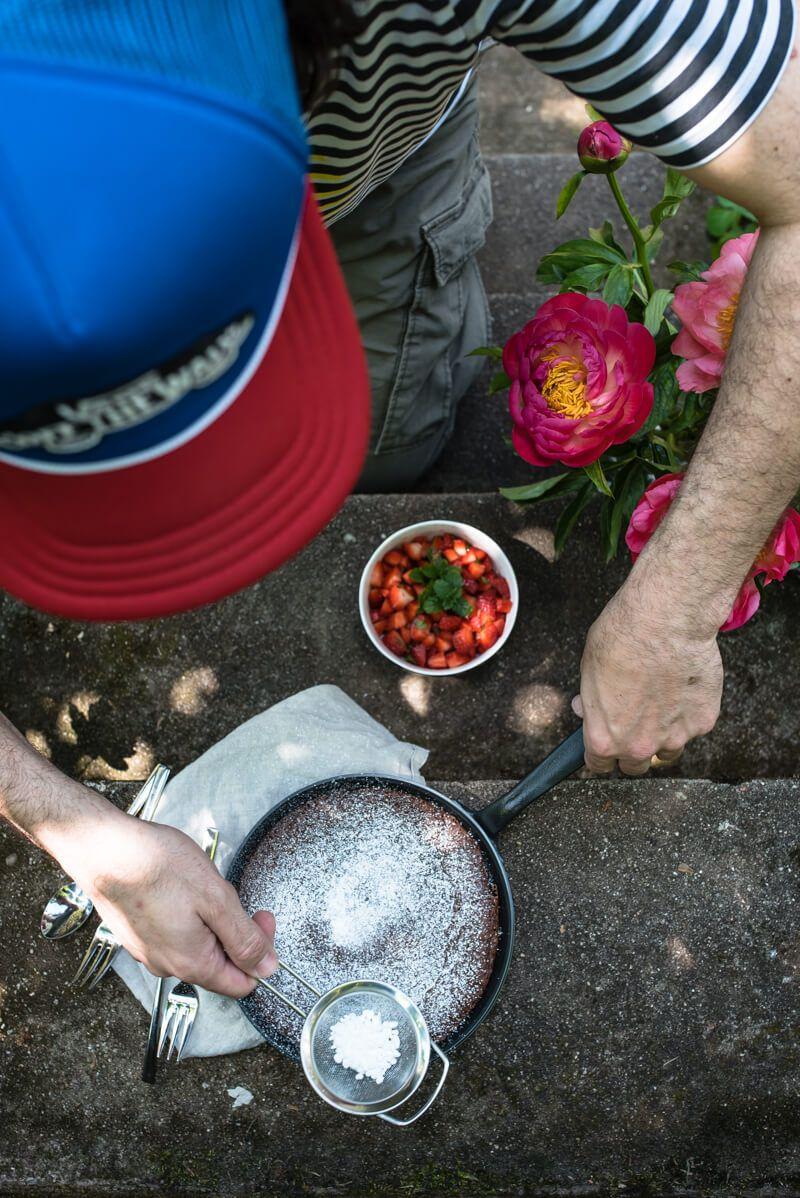pfannen tonkabrownie erdbeersalat trickytine