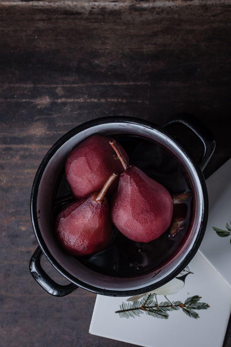 burrata eis pochierte rotweinbirne rosmarin trickytine
