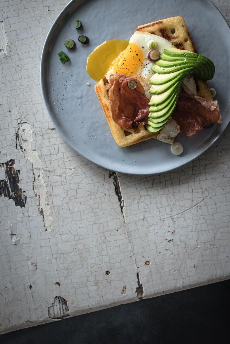 parmesan waffeln avocado ei parmaschinkenchips trickytine