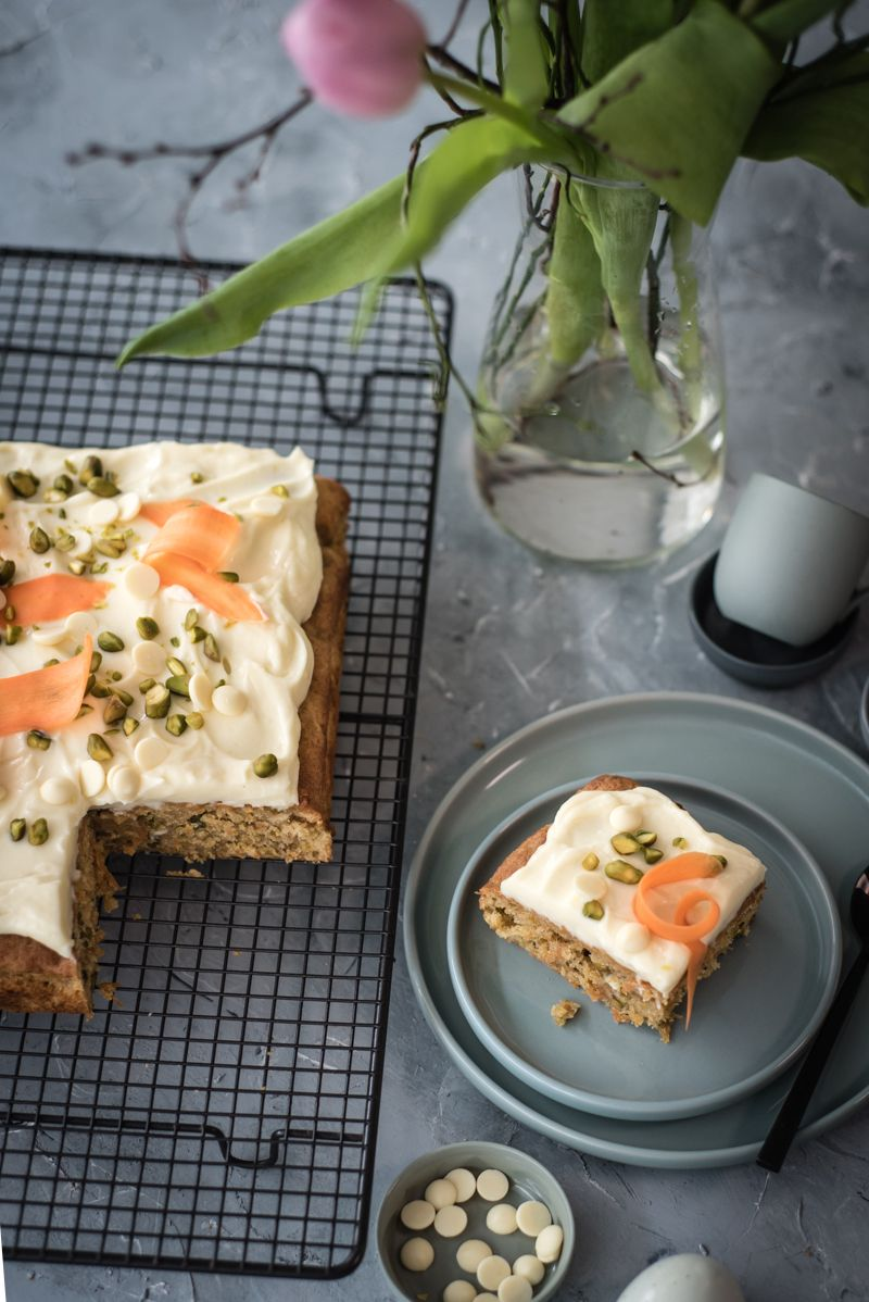 carrot cake blondies trickytine