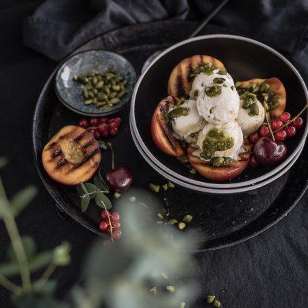 gegrillte nektarinen pistazienpesto trickytine