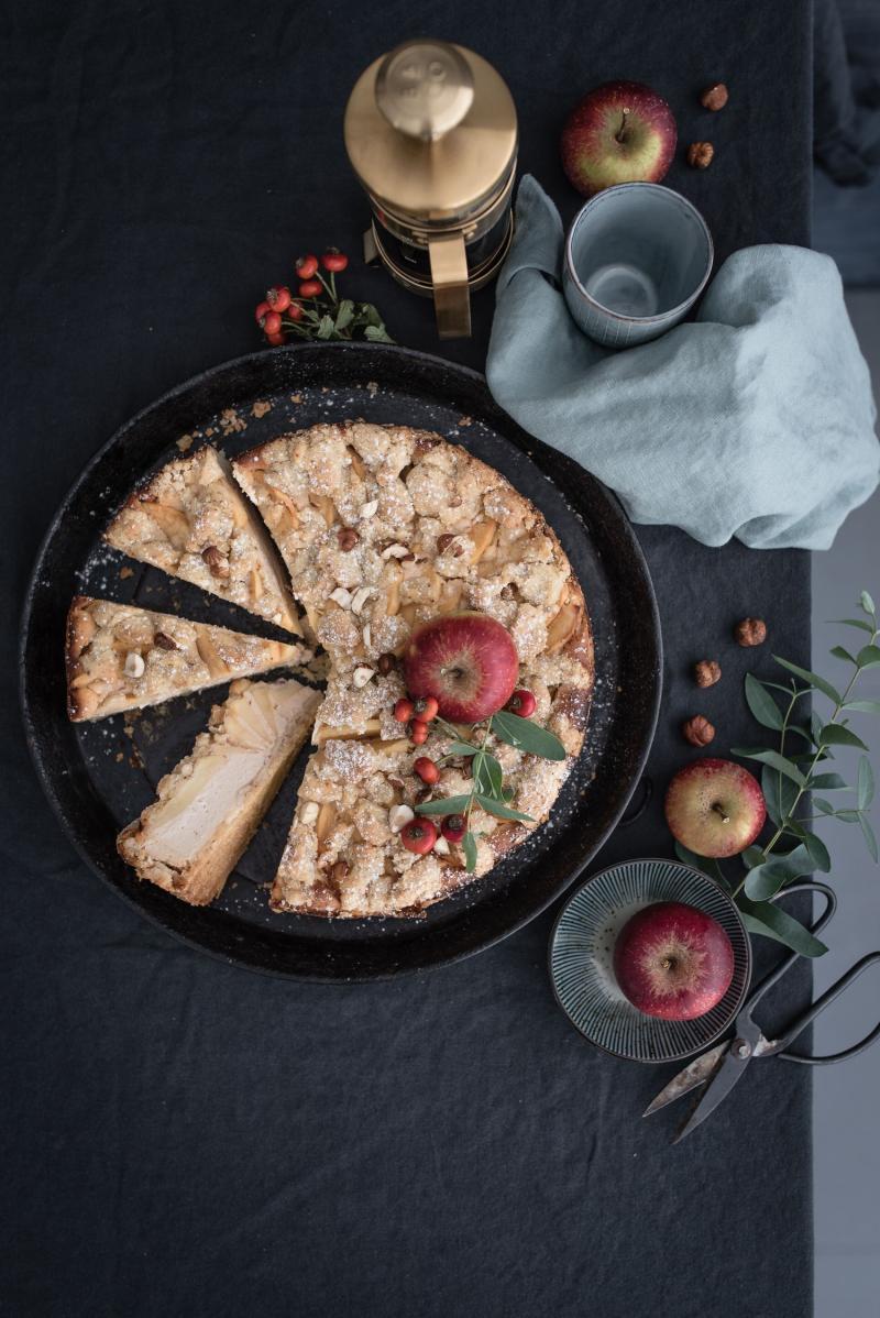 Rezept für Apfelkuchen mit Quarkfüllung - nur ein Teig für Streusel und Boden!