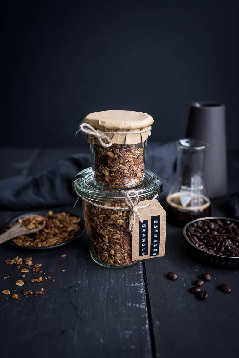 Rezept für Espresso Granola - knuspriges Müsli aus dem Ofen