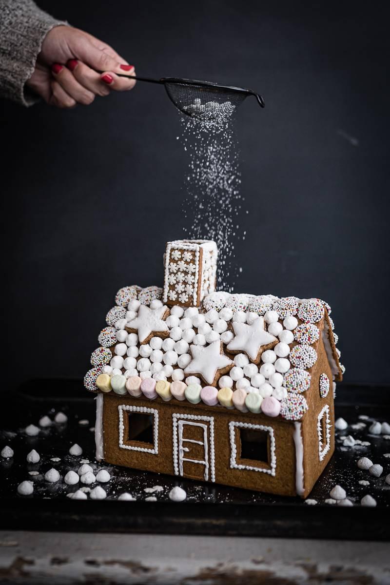 Zuckersüßes Lebkuchenhaus – ganz einfach selber machen!