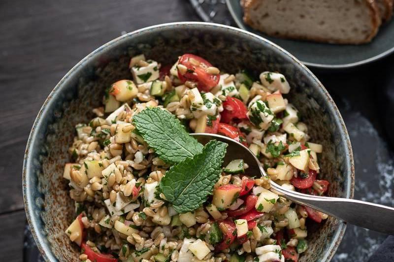 Vegetarische Grünkern Bowl Tabouleh trickytine