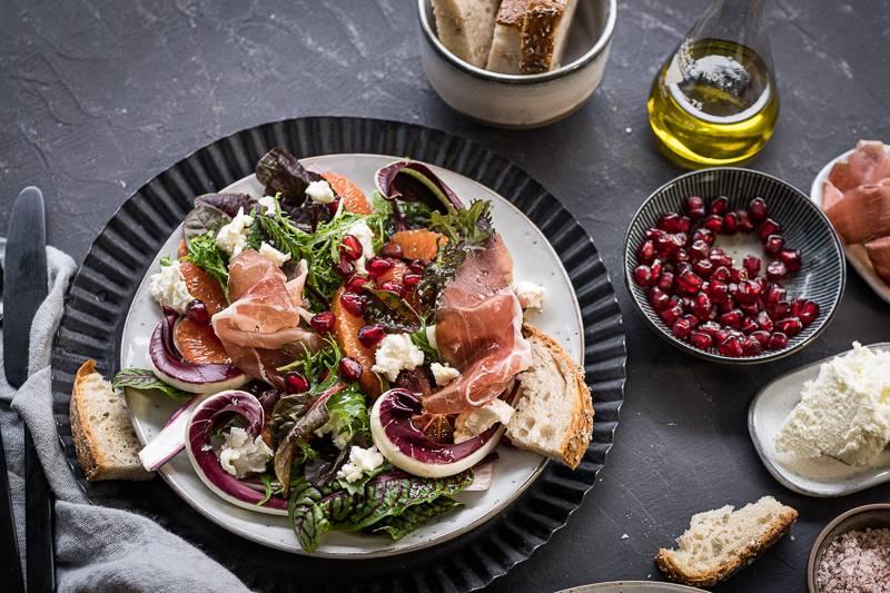 Blutorangen Salat mit Wildkräutern, Ziegenkäse & Eichel-Schinken (plus tricky im SWR Fernsehen)