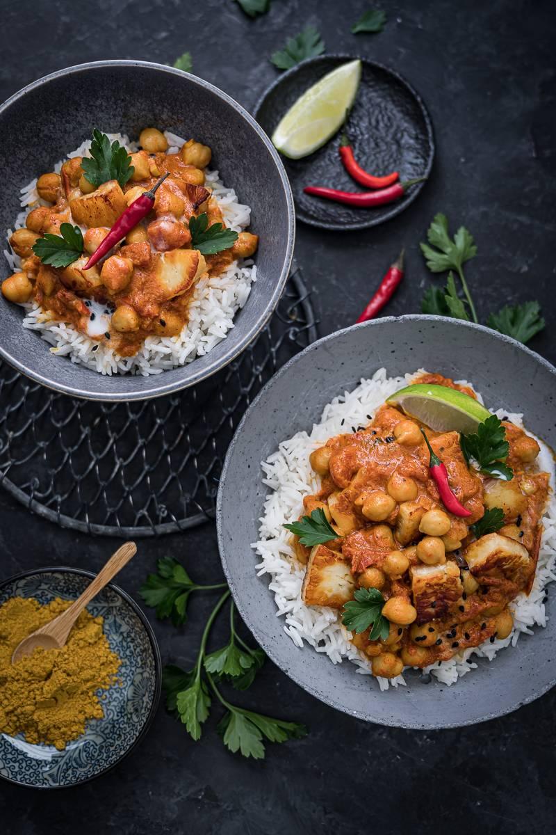 Kichererbsen-Curry Rezept mit Halloumi - würzig, lecker und in 30 Minuten gekocht! - trickytine