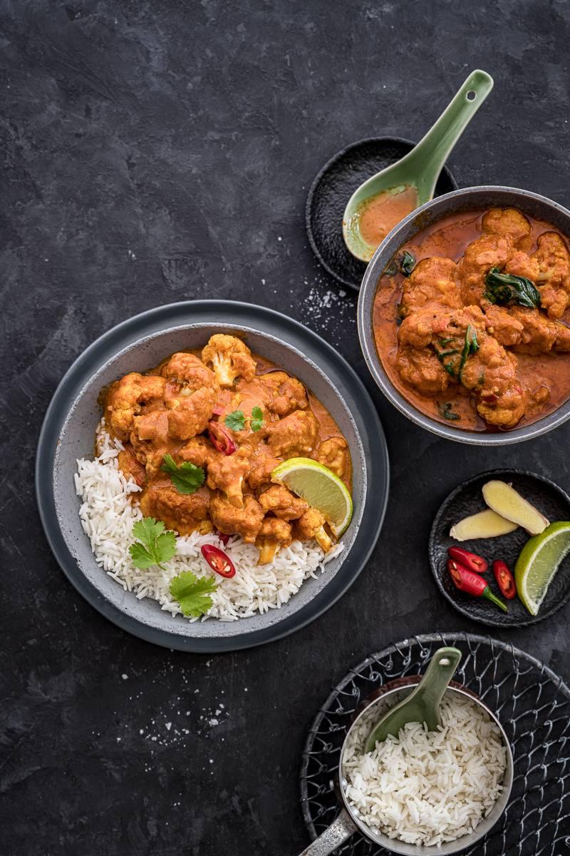 Blumenkohl Curry mit Spinat – cremig, vegan, köstlich, tolles 30 Minuten Rezept!