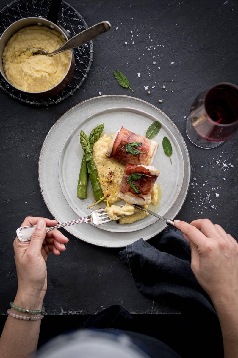 Rezept für Zander Saltimbocca mit Südtiroler Speck und Zitronenpolenta