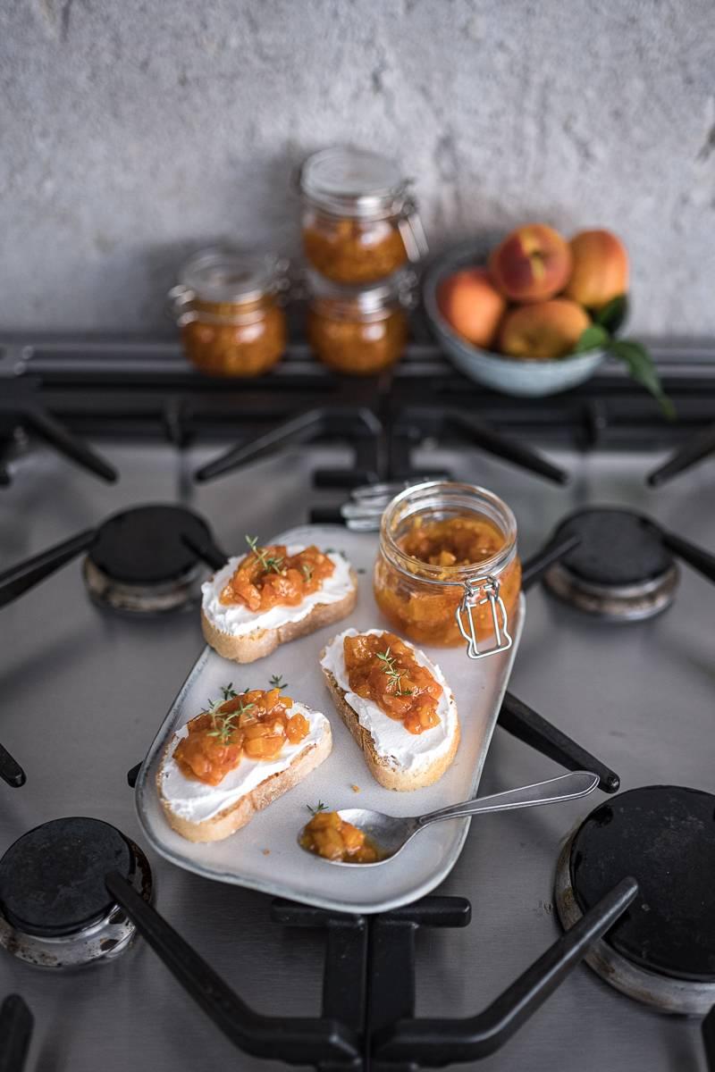 Rezept für Aprikosen-Chutney mit Ingwer – super köstlich zu Käse & Fleisch, in 30 Minuten gekocht!