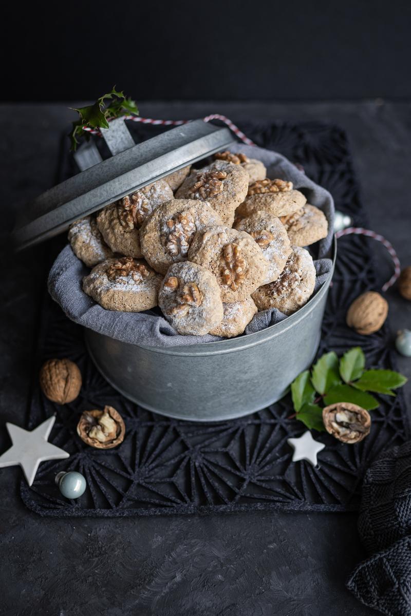 Rezept für Walnuss-Makronen mit Tonkabohne – saftig, rasch gebacken & total köstlich! - trickytine