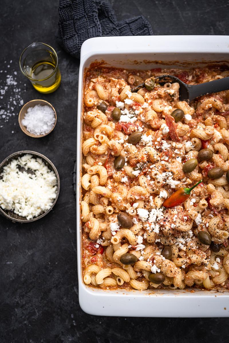 Feta-Pasta mit Kapern-Oliven-Tomatensoße aus dem Ofen - das tolle 30 Minuten Tik-Tok Rezept mit tricky Twist! - trickytine