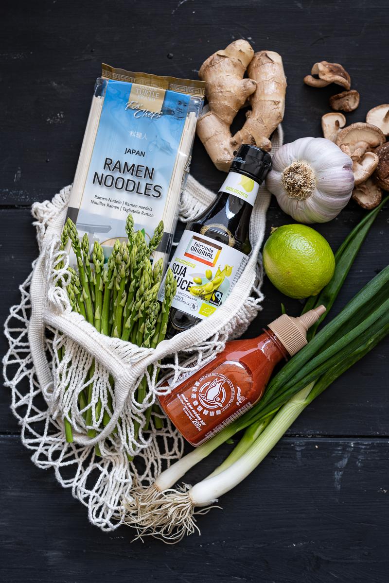 Sriracha Asia Nudeln Rezept trickytine