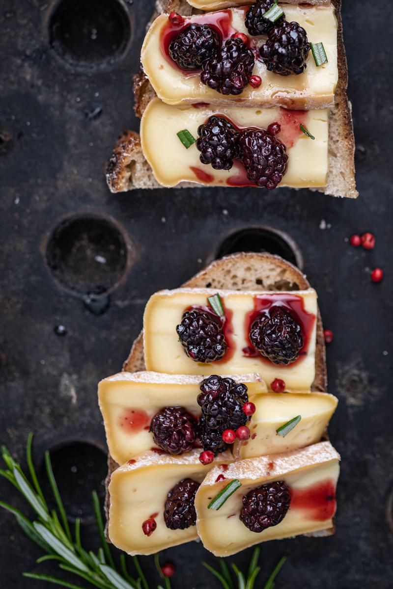 Grilled Cheese Sandwich Sauerteigbrot Brombeeren trickytine